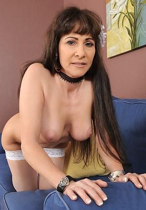 Mature MILF Porn Pictures
