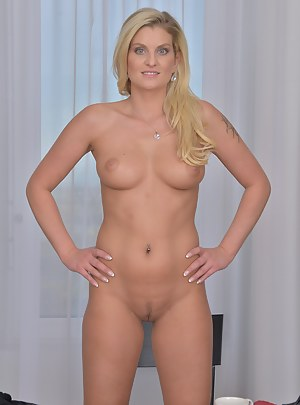 Perfect Body MILF Porn Pictures