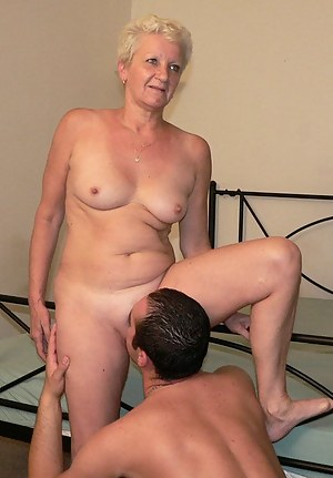 MILF Pussy Licking Porn Pictures
